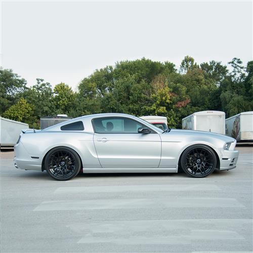 SVE Mustang S500 Wheel & Tire Kit - 20x8.5/10  - Gloss Black - 275 NT05 Tire (05-14)