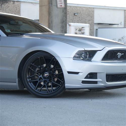 SVE Mustang S500 Wheel & Tire Kit - 20x8.5/10  - Gloss Black - 295 Invo Tire (05-14)