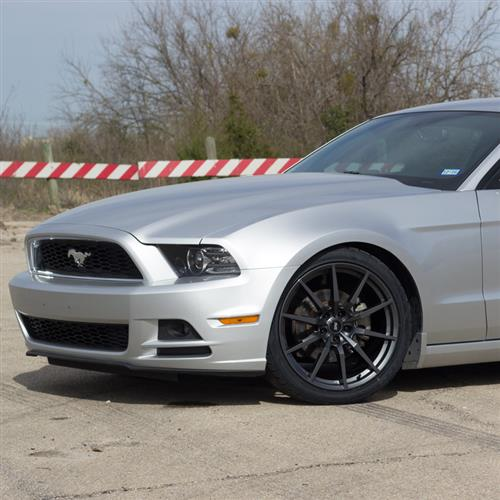 SVE Mustang GT350 Style Wheel & Tire Kit - 20x10  - Gloss Graphite - Ohtsu Tires (05-14)